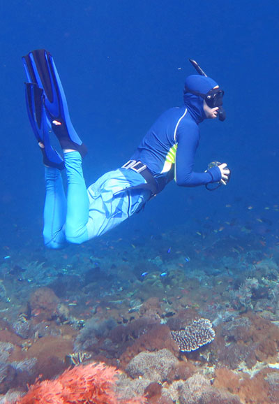 Galen in his Tuga Sunwear snorkeling rash guards, diving down for a picture. He is wearing shorts over the leggings in this picture.