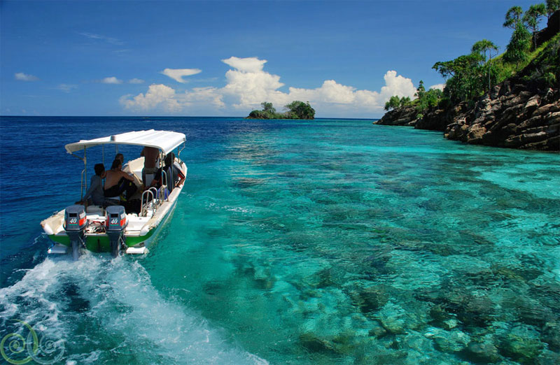 Snorkeling specific small boat trips are included.