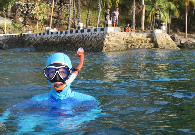 Nicole using her favorite TUSA Hyperdry Elite II snorkel (and yet another mask she was testing).