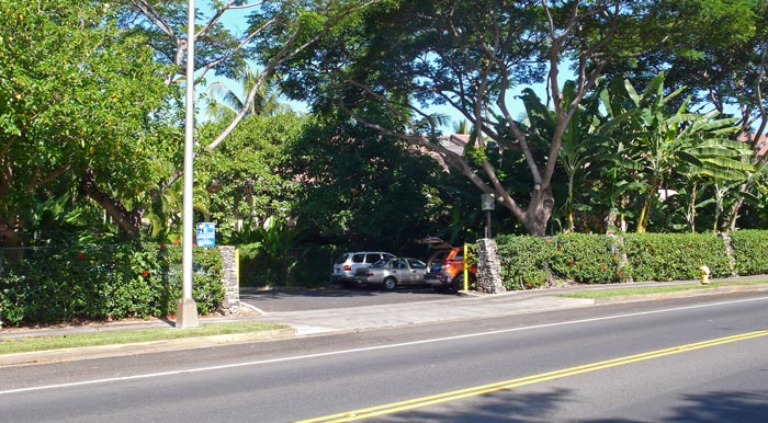 South parking lot at Makena Surf Condos, with blue shoreline access sign 104.