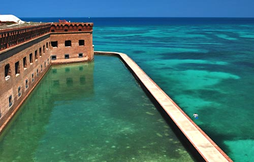 Snorkeling Florida Keys: around the Dry Tortugas moat