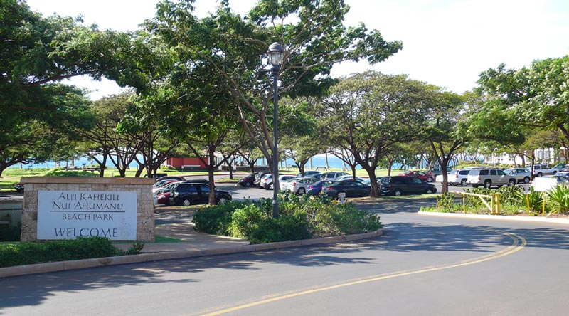The big sign at the Kahekili Beach parking lot entrance makes it easy to know you are in the right place.