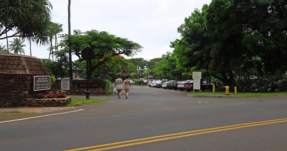 The turn into the parking lot at Kapalua Beach.