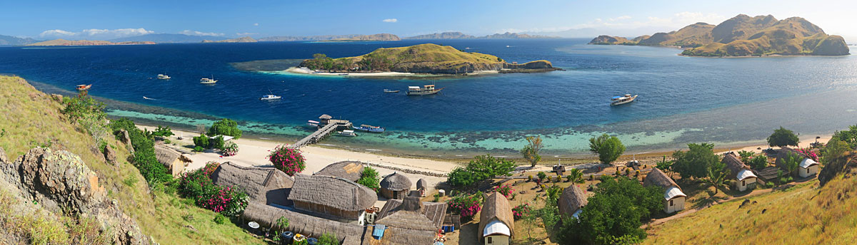 Galen's panorama of some of Komodo Resort and its house reef.