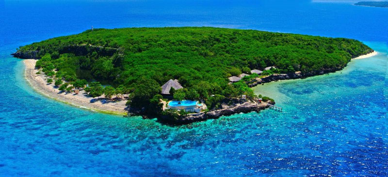 Sumilon Island is one stop on this Philippines liveaboard snorkeling trip.