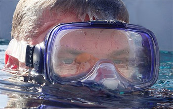 Prevent snorkel mask fogging