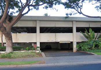 The closest public parking for snorkeling Black Rock is in this parking garage.