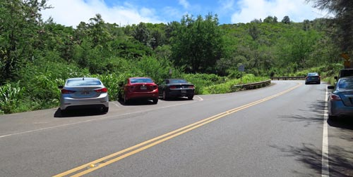 Parking for the first trailhead for snorkeling Honolua Bay.