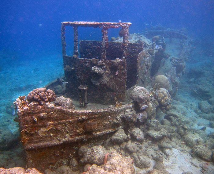 Snorkeling Tugboat - Curacao