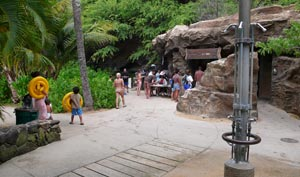 Hanauma Bay Facilities: showers, restrooms, gear rental